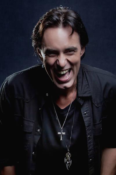 """Alirio Netto é o protagonista de """"We Will Rock You"""" (crédito: Divulgação)"""
